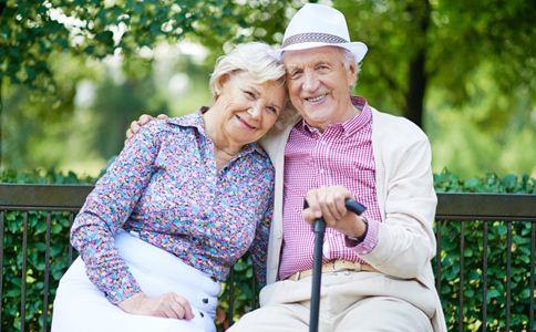 老人退休后的 慢四步