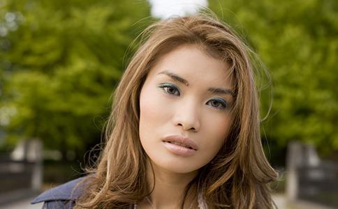 个性短发 女生短发发型 2012短发发型