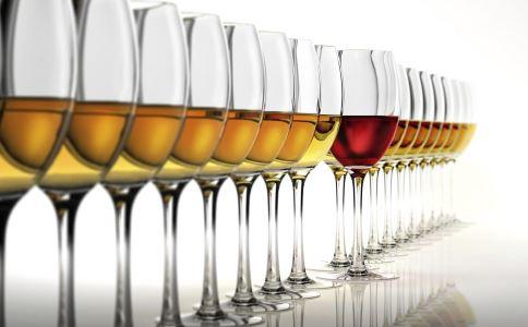 揭秘假酒产业链 假酒中毒症状 喝假酒会怎样
