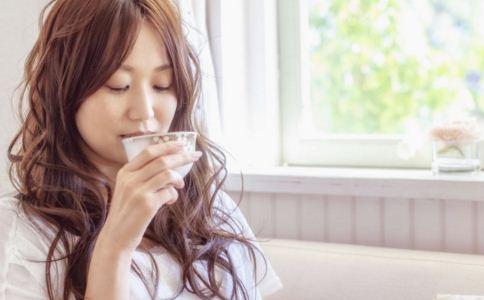 喝水可以减肥吗 怎么喝水才能减肥呢 喝水减肥的方法有哪些