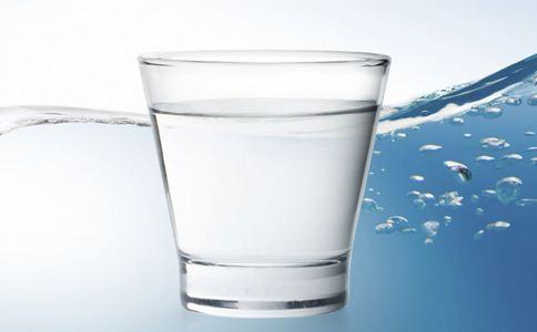 早上起床不能喝的水 早晨不能喝哪些水 早上能喝盐开水吗